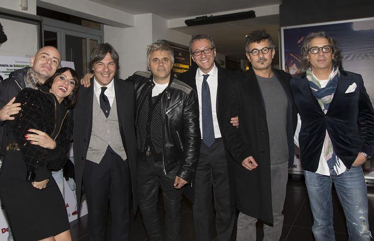 Foto ricordo di Alessandro Marchesi con alcuni attori del cast e il regista Paolo Genovese