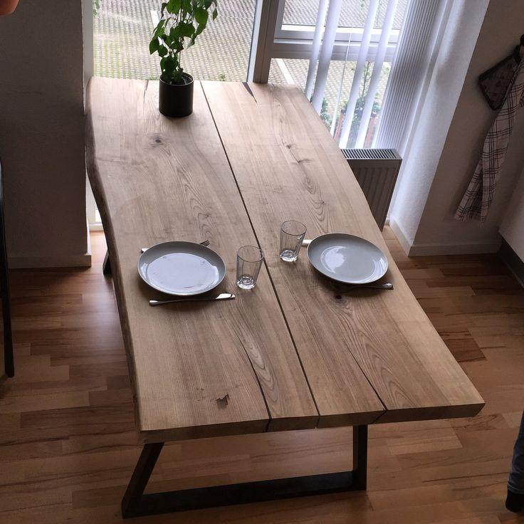 Live edge table with forged steel table legs. (Plankebord med smedede stålbordben)