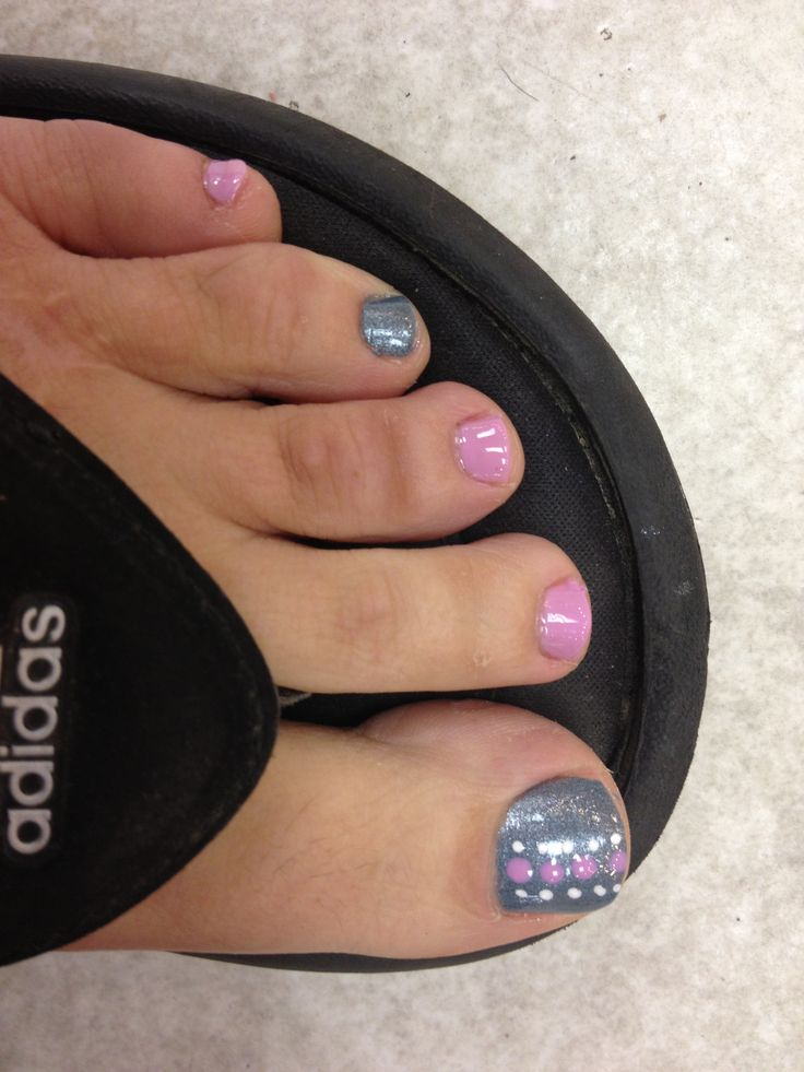 Toe nail design.