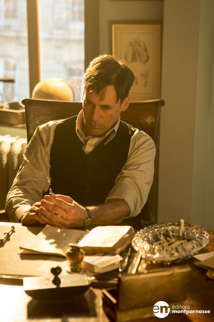 A Young Doctor's Notebook (saison 1) - Jon Hamm http://www.editionsmontparnasse.fr/p1591/A-Young-Doctor-s-Notebook-Saison-1-DVD?utm_source=pinterest&utm_medium=epingle&utm_campaign=Doctor