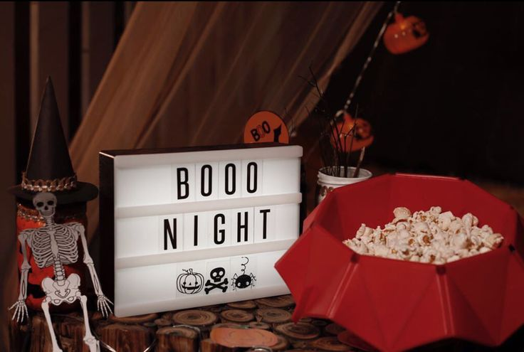 For your scary movies and boo nights, we have the easy-peasy flexy microwave popcorn maker and some amazing lights to make your place more dramatic! 🎃💫✨ #mangopeople #mangopeopleshop #popcorn #popcornmaker #microwave #halloween #boonights #darknights