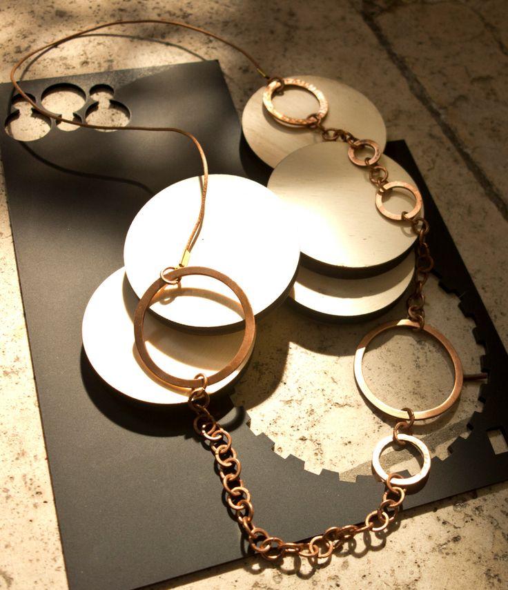 collana lunga in anelli di rame battuto di nunkicreation su Etsy