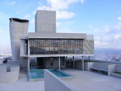 Cité radieuse à Marseille (1947-52) Le Corbusier. Rooftop avec garderie, petit bassin pour enfant, piste de course de 300m, théâtre de plein air