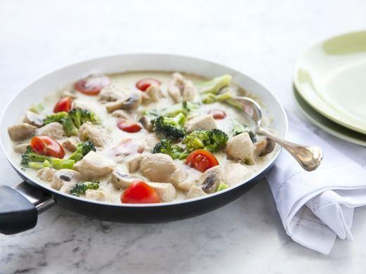 Zöldséges csirkemell sajtmártásban