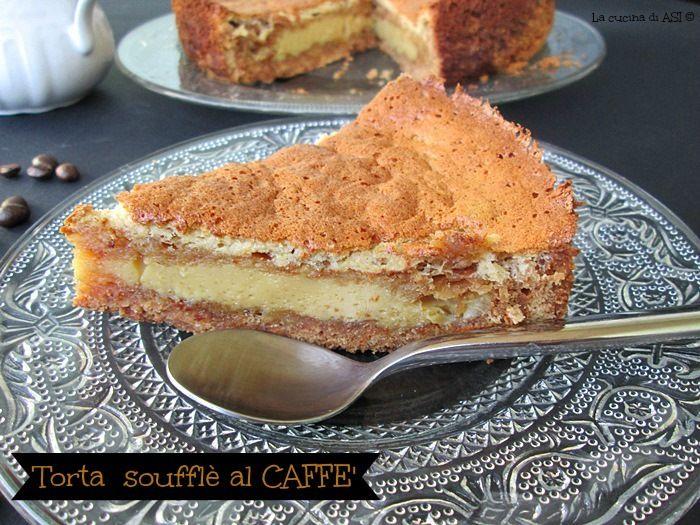 Torta soufflè al caffè un involucro di biscotti e burro e una morbida crema al gusto di caffè...particolare e davvero speciale! Ricetta soufflle al caffè