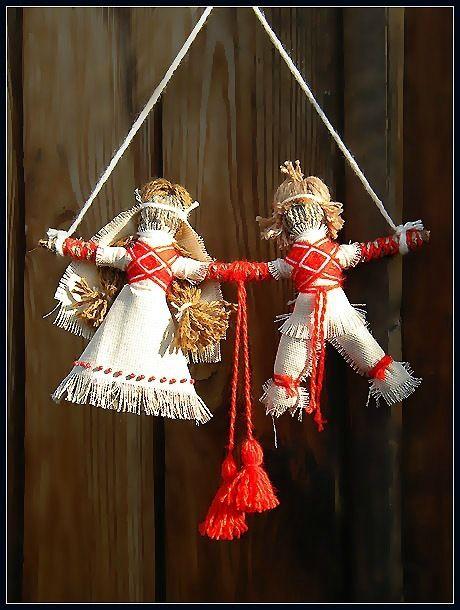 Кукла «Парочка» или «Неразлучники» - семейный оберег. Рекомендуется для людей, ищущих свою половинку. Или для тех, кто желает укрепить, уже созданный когда-то, любовный союз.