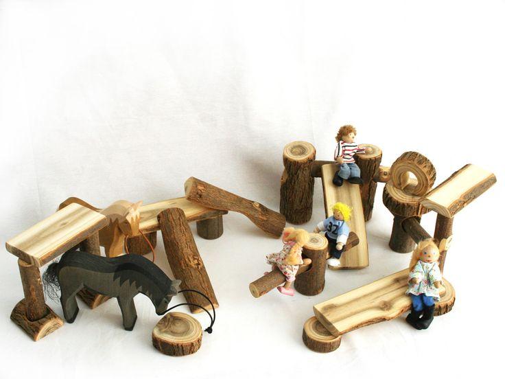 100% naturels, ce jeu de construction en Robinier permet de créer ses petits univers à souhaits. Grande qualité de bois et finition soignée. Artisanat.  https://www.ecolojeux.com/jeux-construction-en-bois/228-jeu-construction-bois-naturel.html