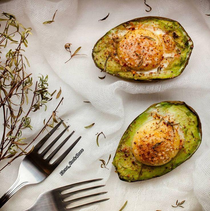 Сытный завтрак с авокадо. Рецепт здесь: https://www.instagram.com/p/BOeg58ljM9y/?taken-by=elena_detox4love