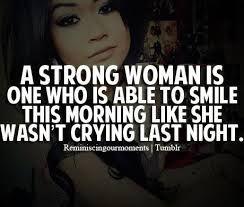 een sterke vrouw lacht 's ochtends alsof ze die nacht niet gehuild heeft.