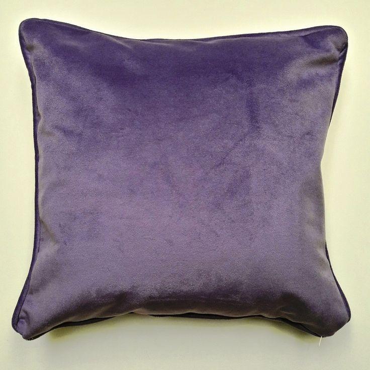 Almohadon de pana sintetica lila. Relleno de vellon siliconado. Funda desmontable con cierre y lavable. Medida 40cm x 40cm