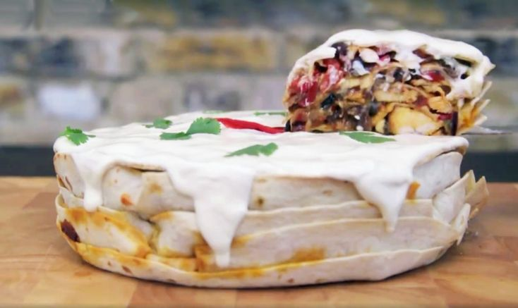 You've heard of the normal cake, you've heard of the pancakes and you've even heard of the pizza cake, but now enter your new favorite -- the fajita cake.  Chalk full of delicious meat, yummy veggies, gooey cheese and, of course, everyone's favorite, tortillas, the fajita cake is sure to satisfy. An...