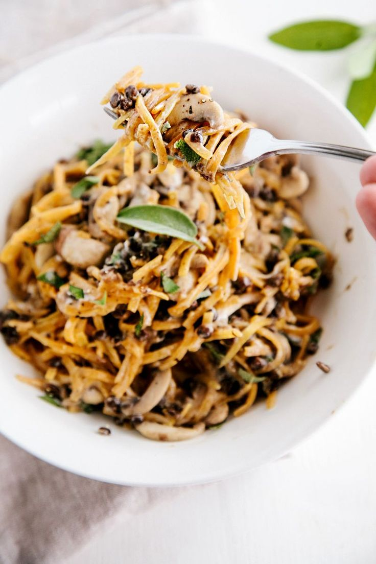 Spiralized Butternut Noodles with Creamy Garlic Mushrooms & Lentils (Vegan + GF) via @wallfloweraimee