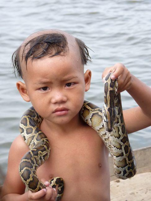 Zdjęcia: Jezioro, Siem Reap, Wężowy chłopiec, KAMBODżA