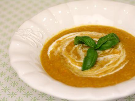 Supa+crema+de+cartofi+dulci+si+linte+rosie