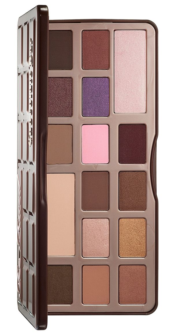 Too Faced Chocolate bar palette made out of cocoa so it even smells like chocolate. Bye Bye Urban Decays naked palette...hello lover.