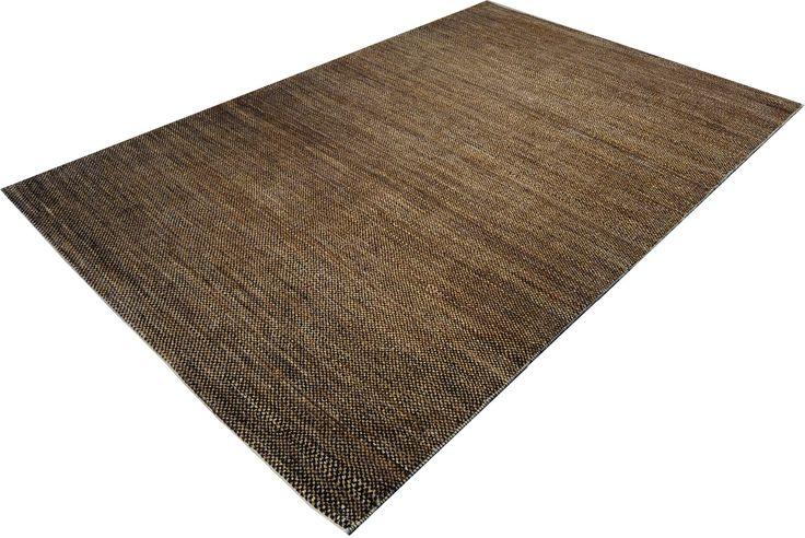 """Für den Teppich Juma """"Acajou"""" kommt nur reine, unbehandelte Naturwolle zum Einsatz. Die verschiedenen Kontraste, die für die Umsetzung des schlichten Musters benötigt werden, setzen sich aus den unterschiedlichen Farben der Naturwollfasern zusammen."""