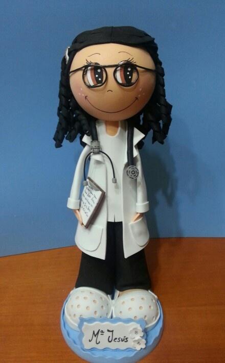 Fofucha Doctora personalizada en goma eva.