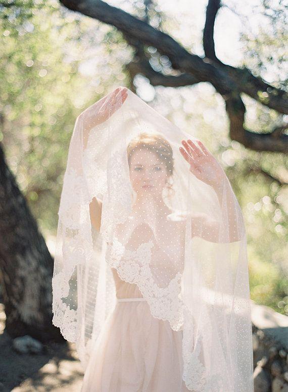 Wedding Veil, Polka dot veil, lace, Circular lace veil - Allure