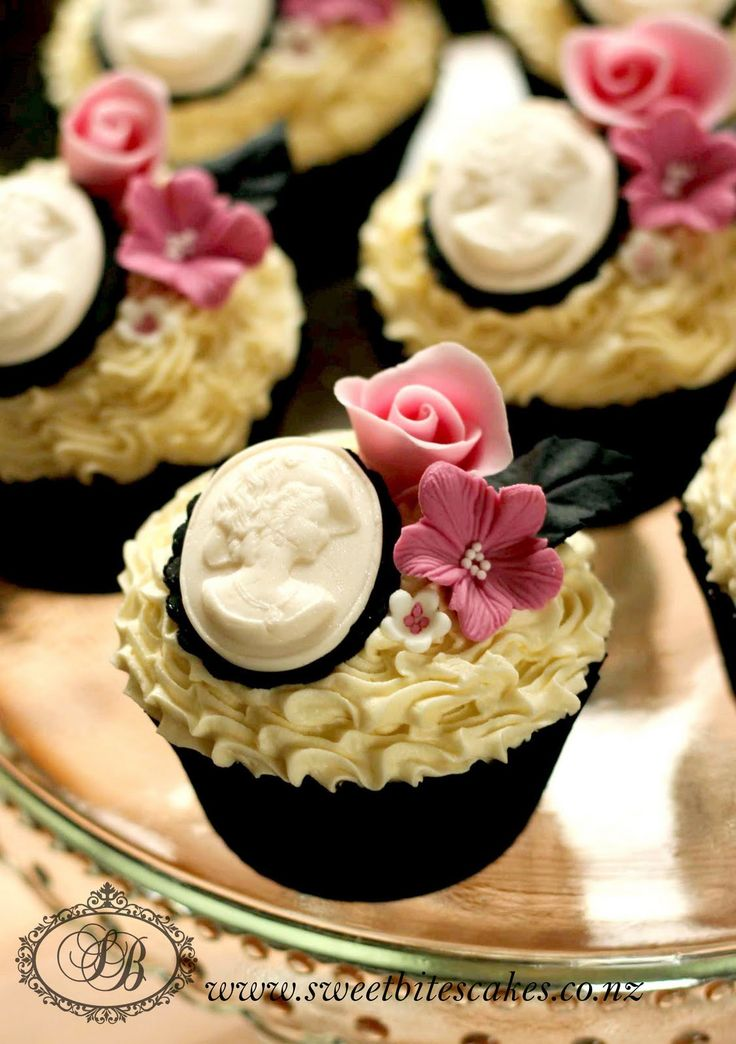 Victorian cameo cupcakes