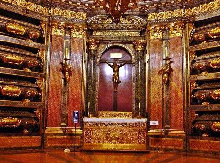 Panteón de Reyes en el monasterio del Escorial Madrid