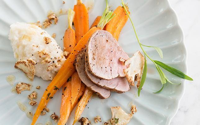 Varkenshaasje uit de oven met duo van bloemkool en worteltjes | gezondheid.be