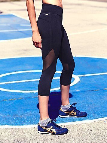 fashion black sports pants with mesh panel Function: moisture-wicking, breathable, 4 way stretchy, durable custom logo and size email: crystal@yumeiapparel.com whatsapp: +86 18617379913