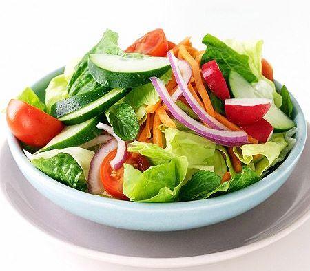 5 Rețete de Salate Care Curăță Corpul și Cresc Energia