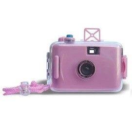 LOMO Waterproof Card Type 35mm Film Camera - Pink Model  OOCS01PN Condition  New  Weight : 0.50 kg  Kamera LOMO termurah hanya di Gudang Gadget Murah. LOMO Waterproof Camera dapat digunakan untuk berfoto didalam air dengan ukuran film 35mm. Dapat digunakan hingga kedalaman 3-4 m. LOMO Waterproof Camera ini dibuat dari bahan plastik yang berkualitas dan hadir dalam berbagai macam warna yang menarik - Pink