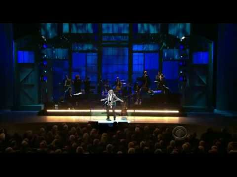 Melissa Etheridge - Born To Run (Kennedy Center Honors). Bruce's face says it all. He is loving her performance. So high energy! Melissa NEVER ceases to amaze me.