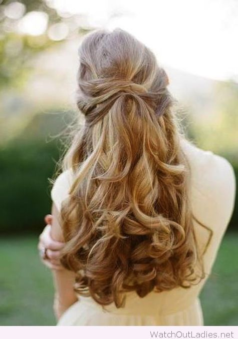 Cuteness and elegance mixed up in this hairstyle! Just love it! Have a look <3