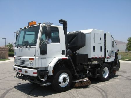 2007 Schwarze M6000 TECO Twin Engine Street Sweeper on Sterling SC8000 Chassis, Cummins ISB 200HP Main Engine, Allison Automatic, Deutz 3.62L 75HP Auxiliary Engine, Dual Steering, Dual Gutter Brooms, Dust Suppression System, High Dump Hopper, PM-10 Certified