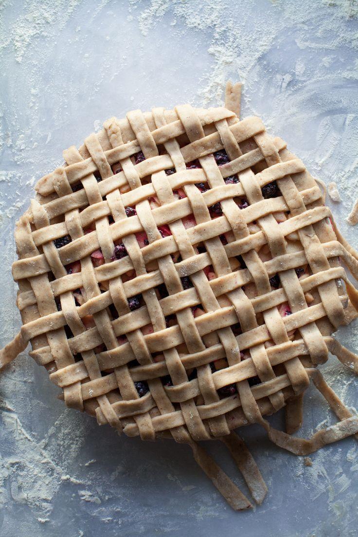 caramel apple blackberry pie   ELLE Eten