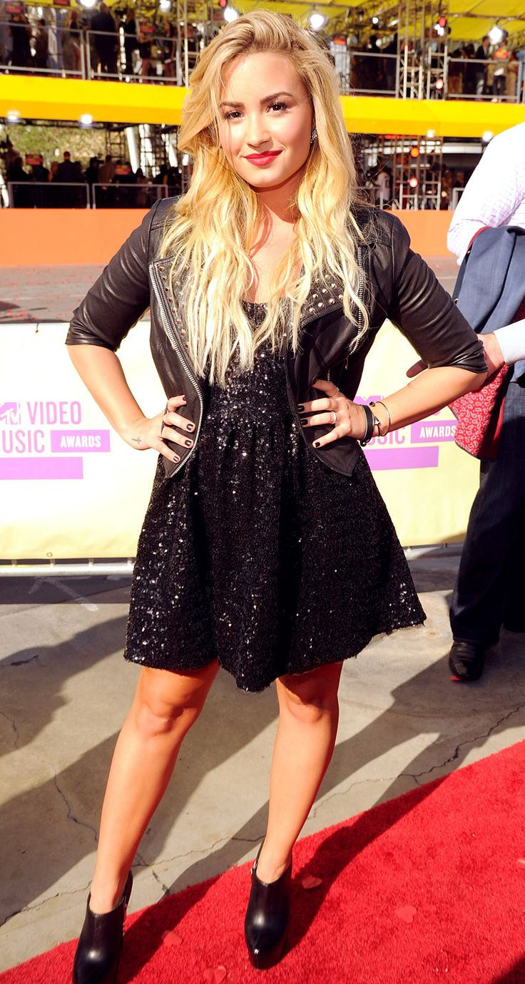 Resultado de imagen para sequin dress leather jacket demi lovato