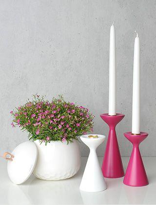 Freemover Inga Kerzenständer White und Fuchsia-Pink zusammen mit einer Mellibi-Dose von Kähler-Design http://www.elbdal.de/marken/freemover/inga.html