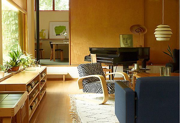 Alvar Aalto's home in Helsinki, from our exclusive sneak peek of Leslie Williamson's new book! https://www.onekingslane.com/live-love-home/handcrafted_modern-leslie-williamson/