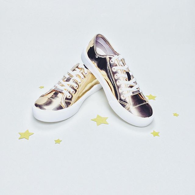 Omg these @dkny sneakers are the gold standard of party shoes ✨ #dkny #tuesdayshoesday