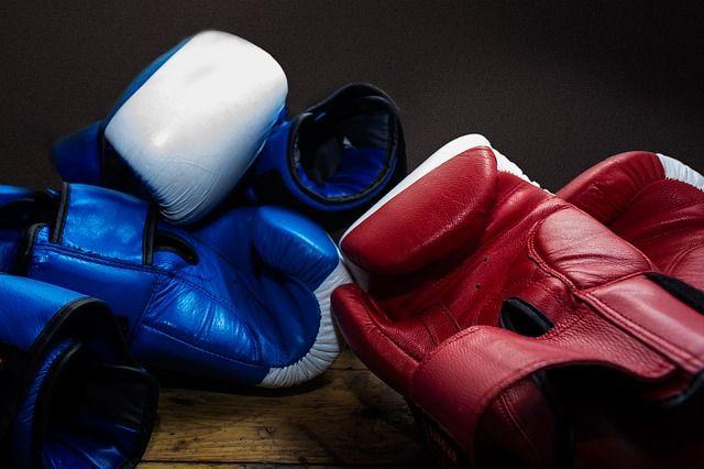 Como escolher as melhores luvas de Muay Thai para seu treino http://pratiquemuaythai.com/como-escolher-luvas-de-muay-thai/