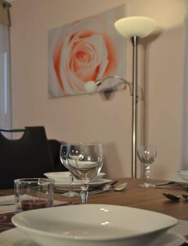 Komfortable Apartment-Wohnung Fulda Offering free WiFi and a garden, Komfortable Apartment-Wohnung is set in Fulda, 49 km from Bad Kissingen. Bad Hersfeld is 37 km away. Free private parking is available on site.  The accommodation has a flat-screen TV.