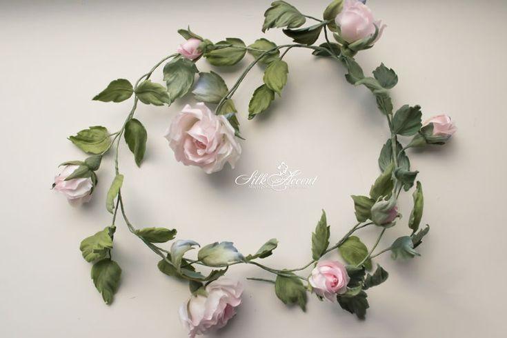 Дорогие друзья! В конце прошлого года я делала распродажу моих готовых работ и знаю, что цены Вас порадовали, а я была рада, что все цветочки нашли своих хозяек!! За это время у меня снова собралась коллекция из цветов из шелка: клевер, розы, ромашки, сакура, пионы, анютины глазки... Поэтому снова я открываю большую распродажу моей коллекции! Цены в зависимости от работы от 0 до 900 грн..