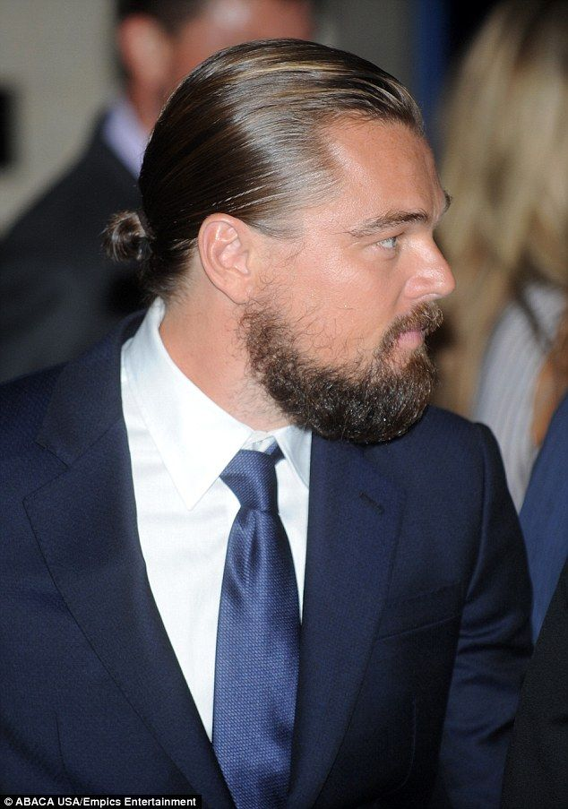 Leonardo DiCaprio shows bushy beard at Clinton awards | Daily Mail Online