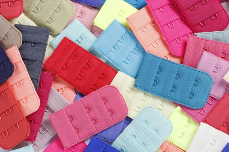 Miles de colores de abrochaduras, para que puedas lucir tu brasier y combinarlo con todo.