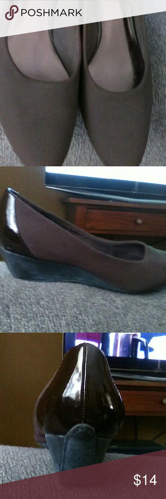 "Circa Joan & David Brown sz 7 1/2 Wedge Shoes Nice comfortable wedge shoes.  Sz 7 1/2.  Wedge heel of 1 1/2"" Joan & David Shoes Wedges"