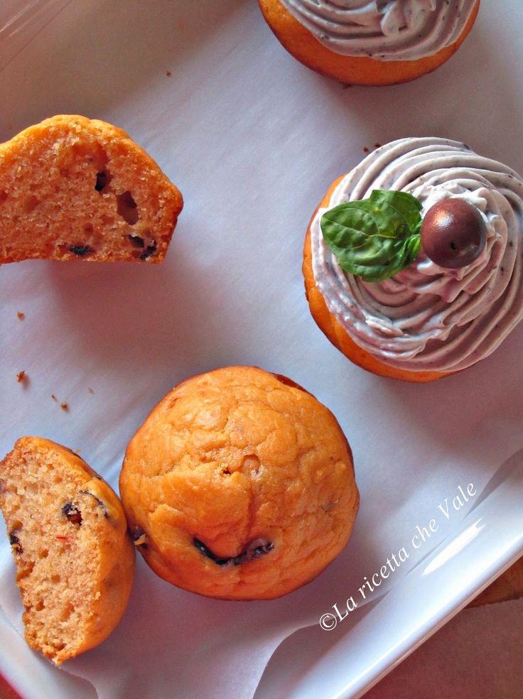 La ricetta che Vale: Cupcakes al Parmigiano Reggiano, pomodoro e olive nere