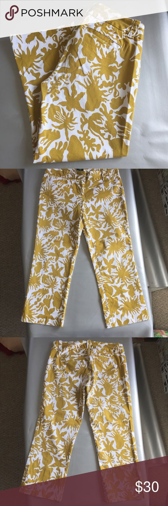 """J. Crew factory city fit gold floral cropped pants J. Crew factory stretch city fit cropped pants. In gold and white with an abstract floral pattern. Waist is 32"""" inseam is 23"""" rise is 11""""(high rise) Length is 33"""". Has two small back slide pockets .In excellent condition. No odors. Smoke free and pet friendly. Thanks for looking! Sorry cannot model. J. Crew Factory Pants Ankle & Cropped"""