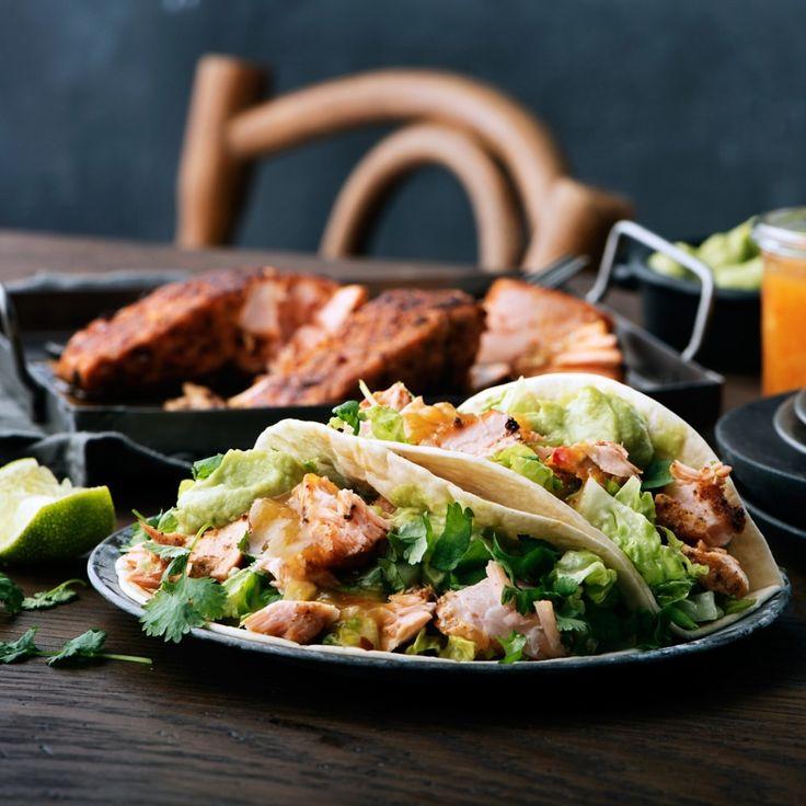 669 gilla-markeringar, 10 kommentarer - ICA Sverige (@icasverige) Nej nu får det vara slut på det här allahjärtansdag-köret, nu vill vi äta tacos igen! Fisktacos med lax, redigt med guacamole, mango och papaya-salsa, arriba! Recept ID: 🔎 722692 #fredagsmys #tacos #fisktaco taco