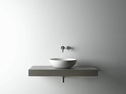 With Mosa Elements, Mosa is taking the next step in the integrated development of bathrooms: wash basins and a shower drain, all in the same style as the Terra Maestricht® wall and floor tiles.