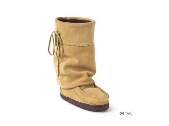 If we had to pick just one pair it would be these >> HUNTER MID MUKLUK, $169, MANITOBAH MUKLUKS RETAILERS ACROSS CANADA #mukluks #canadianfashion #aboriginal
