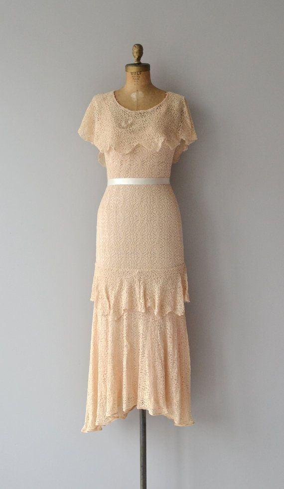 Vintage 1930s creamy peach bias cut lace dress with tiered skirt, seamed waist and unattached capelet collar. Lots of stretch in this super pretty and