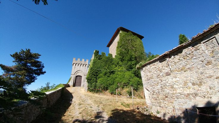 The castle at Triana is 10 minutes from Podere Sant'Angelo
