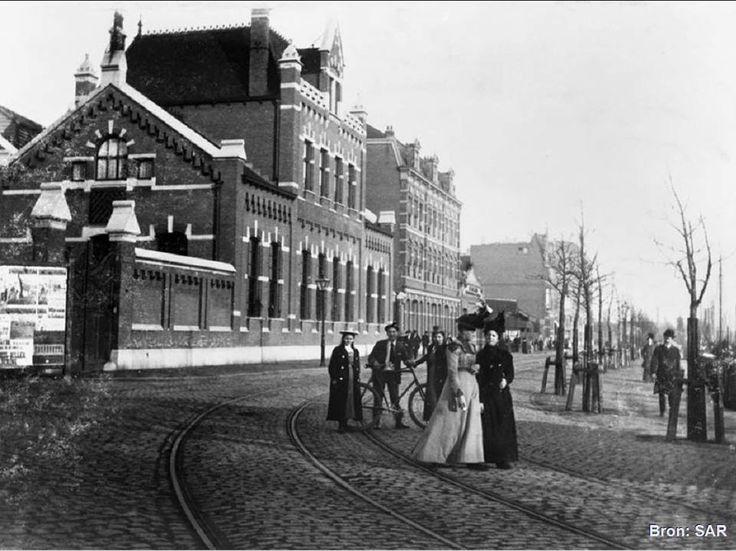 Rotterdam - Admiraliteitskade met het gebouw van het Hoogheemraadschap van Schieland stoomgemaal, nabij het Oostplein. +/-1900